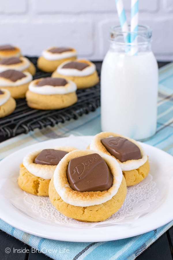 Peanut Butter Fluffernutter Cookies - peanut butter candy bars and toasted marshmallows add a gooey taste and texture to a soft peanut butter cookie. Easy cookie recipe!