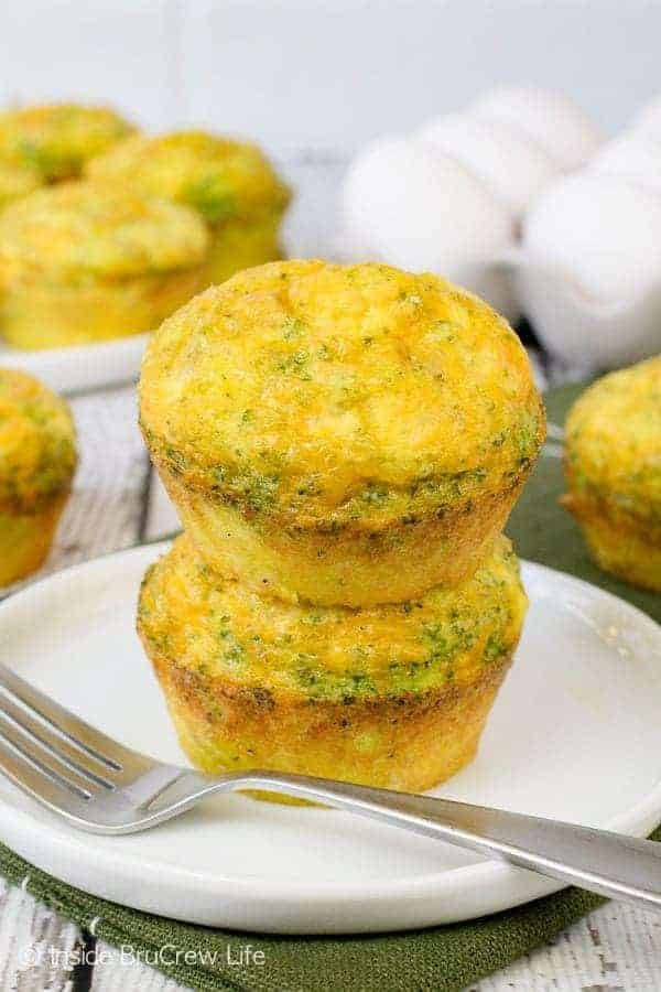 Broccoli Cheese Egg Muffins - these three ingredient breakfast muffins are a delicious and healthy breakfast choice. Easy recipe to make ahead of time for a grab and go breakfast. #eggs #broccoli #healthy #breakfast #cheese #recipe #easy #freezerfriendly