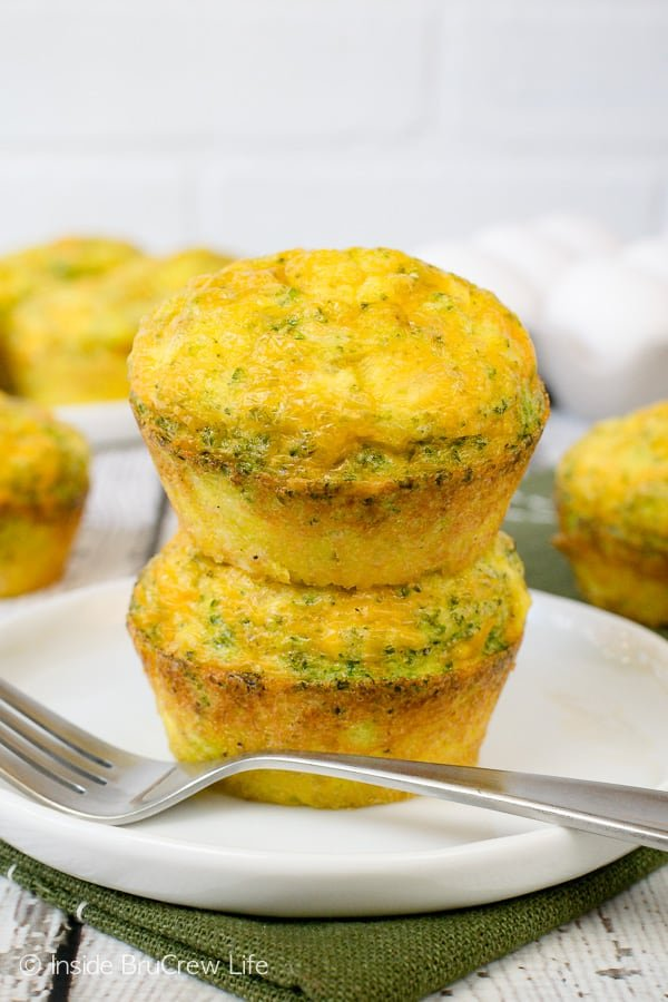 Broccoli Cheese Egg Muffins - three ingredients makes these egg muffins an easy breakfast recipe. They can be kept in the fridge for a week or the freezer for up to three months. #eggs #broccoli #healthy #breakfast #cheese #recipe #easy #freezerfriendly