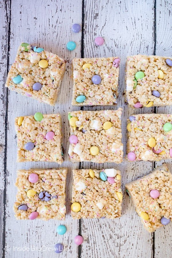Easter Rice Krispies Treats - sprinkles and candy make these easy no bake treats a fun dessert. Easy recipe for Easter parties! #nobake #ricekrispies #sprinkles #dessert #Easter #ricekrispiestreats #candy