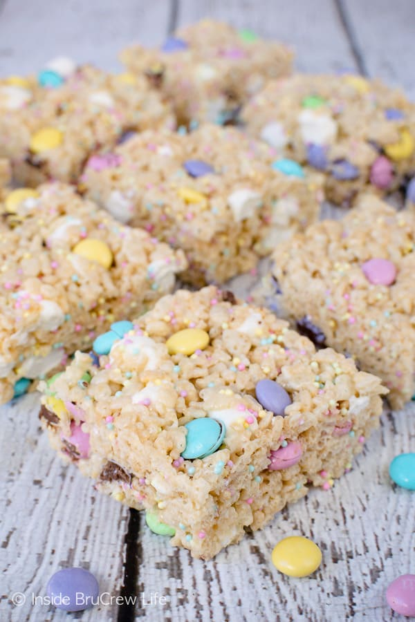 Easter Rice Krispies Treats - easy no bake treats loaded with candy and sprinkles. Great recipe for Easter parties. #nobake #ricekrispies #sprinkles #dessert #Easter #ricekrispiestreats #candy