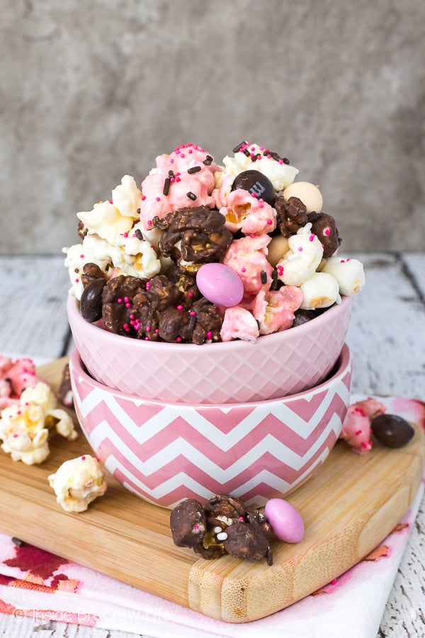 Neapolitan Popcorn - three flavors of chocolate and a bag of candy gives this easy no bake snack mix a fun flavor and color. Easy recipe to make for movie night. #popcorn #chocolate #strawberry #nobake #snackmix #neapolitan