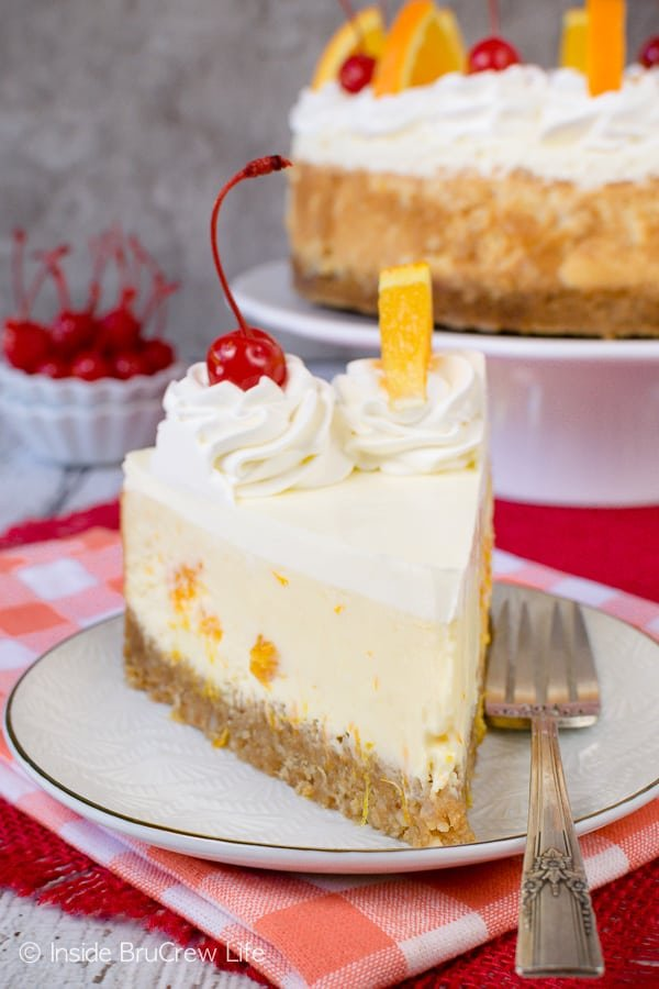 Orange Cream Cheesecake - a crunchy nut crust and creamy cheesecake loaded with orange chunks is the perfect dessert recipe for spring or summer parties. #cheesecake #orange #macadamianuts #dessert #recipe #orange #spring #summer