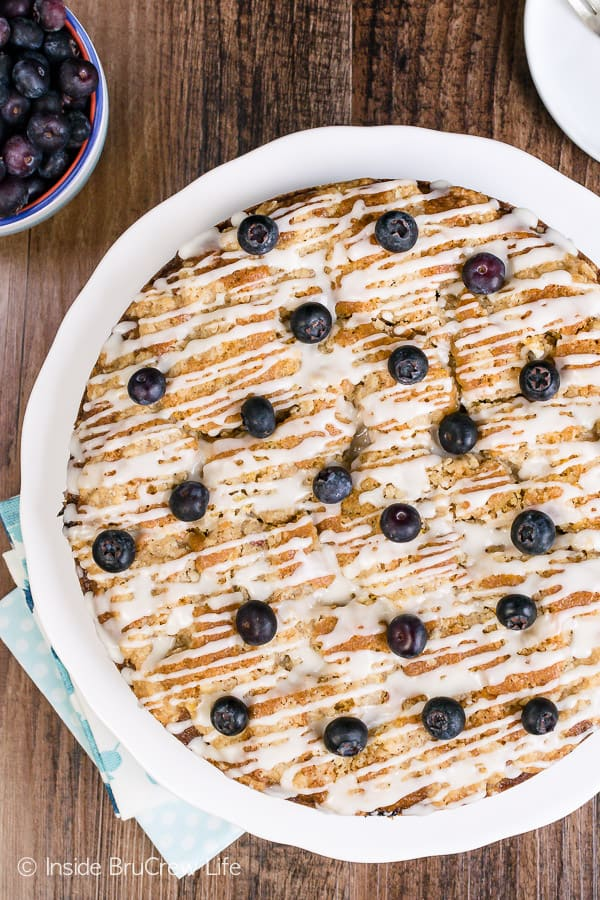 Blueberry Orange Crumble Cake - fresh blueberries and orange zest give this homemade coffee cake so much flavor. Make this easy recipe for brunch or breakfast! #coffeecake #blueberry #orange #breakfast #brunch #mothersday #homemade #recipe #easy