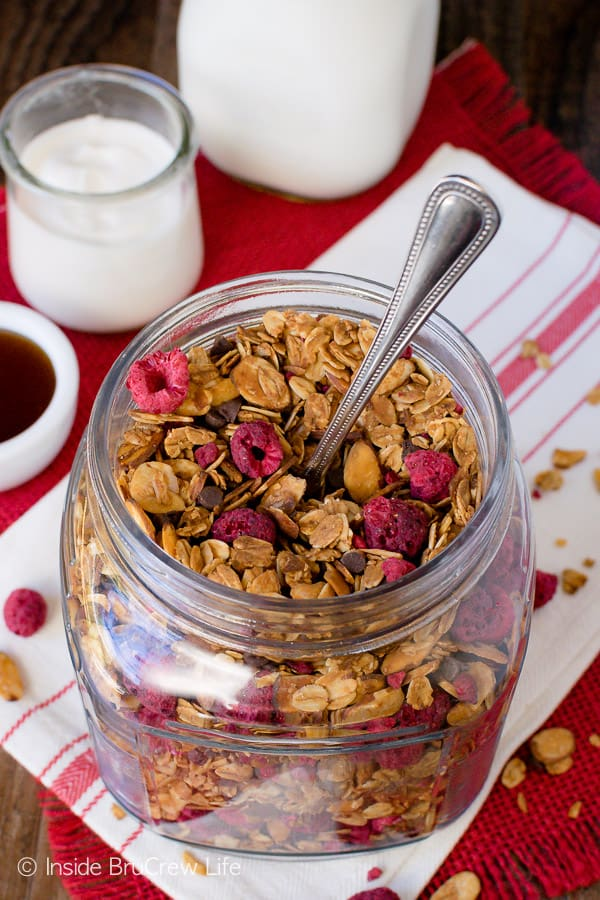 Raspberry Chocolate Chip Granola - this easy homemade granola is full of almonds, dried raspberries, and chocolate chips. Try this recipe for breakfast cereals or after school parfaits. #breakfast #granola #homemade #raspberry #chocolate #cereal #parfaits #yogurt