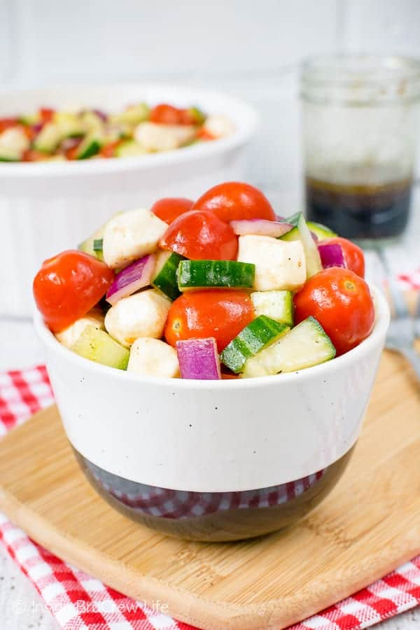 Balsamic Caprese Veggie Salad - this fresh and easy veggie salad is a healthy option to enjoy all summer long. Make this recipe to have with chicken or burgers. #salad #healthy #tomatoes #cucumber #picnic #sidedish #veggies #leanandgreen