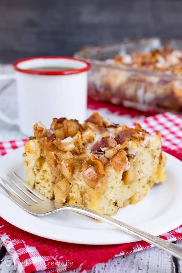 Maple Bacon Apple Cinnamon Roll Bake - soft baked apples, crunchy bacon, and maple icing makes this breakfast bake amazing. Try this recipe for breakfast or brunch parties! #apple #bacon #cinnamonrolls #maple #easyrecipe #breakfast #brunch #breakfastcasserole #crunchpak