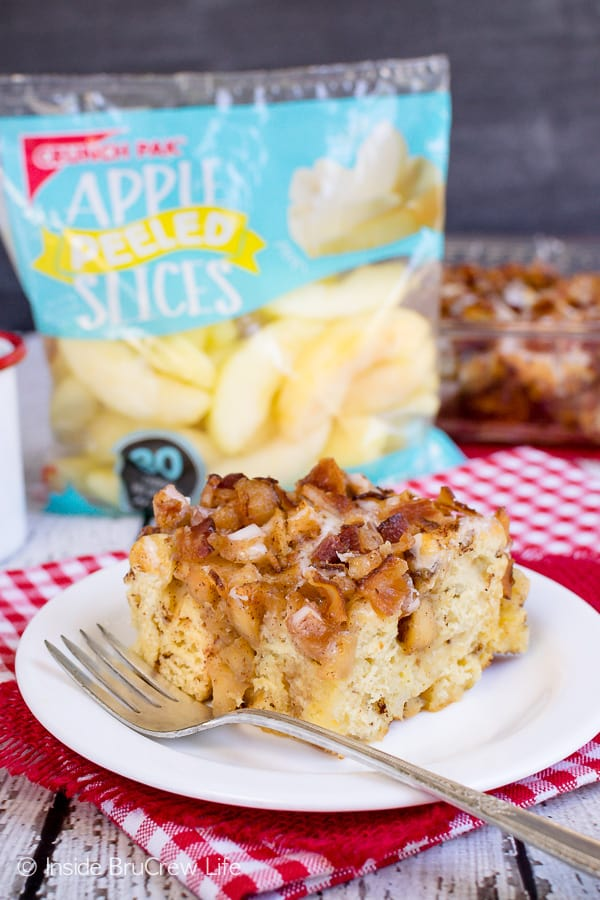 Maple Bacon Apple Cinnamon Roll Bake - crunchy bacon bits and maple icing adds a great sweet and salty flair to this awesome breakfast bake recipe. #apple #bacon #cinnamonrolls #maple #easyrecipe #breakfast #brunch #breakfastcasserole #crunchpak