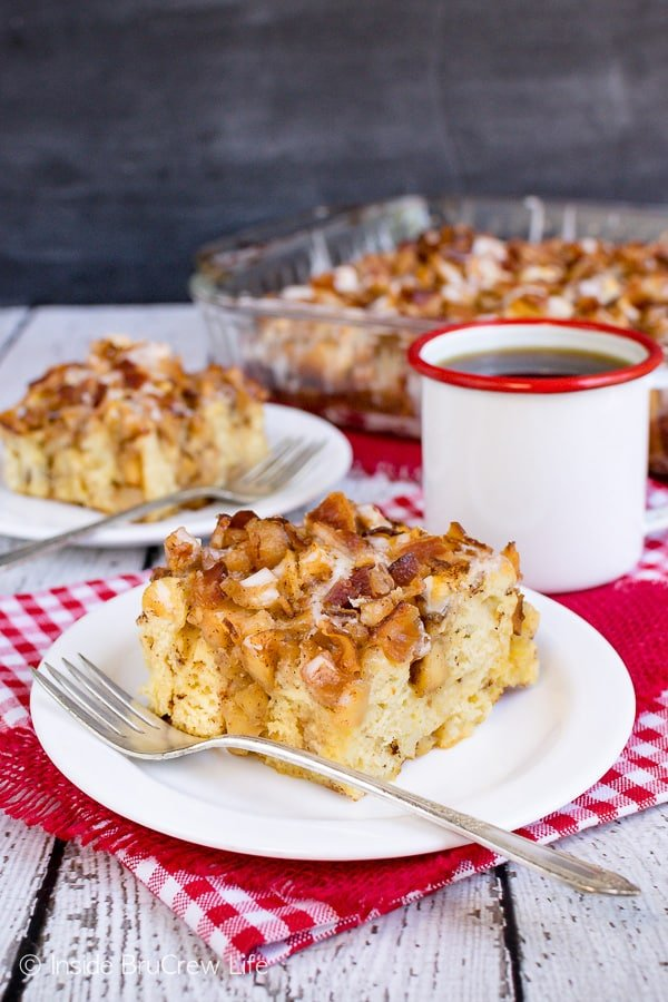 Maple Bacon Apple Cinnamon Roll Bake - adding soft cooked apples and crunchy bacon makes this easy cinnamon roll bake taste amazing. Make this easy recipe for breakfast or brunch! #apple #bacon #cinnamonrolls #maple #easyrecipe #breakfast #brunch #breakfastcasserole #crunchpak