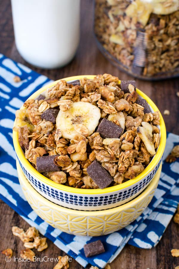 Peanut Butter Banana Chocolate Chunk Granola - banana, peanut butter, and chocolate give this homemade granola an awesome flavor. Try this easy recipe for breakfast or an afternoon snack. #homemade #granola #banana #chocolate #peanutbutter #breakfast #snackmix #snacking