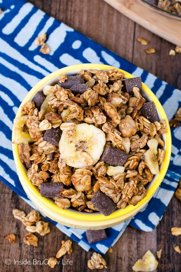 Peanut Butter Banana Chocolate Chunk Granola - an easy homemade granola loaded with chocolate chunks and banana chips is perfect for breakfast or an afternoon snack. Make this recipe today! #homemade #granola #banana #chocolate #peanutbutter #breakfast #snackmix #snacking