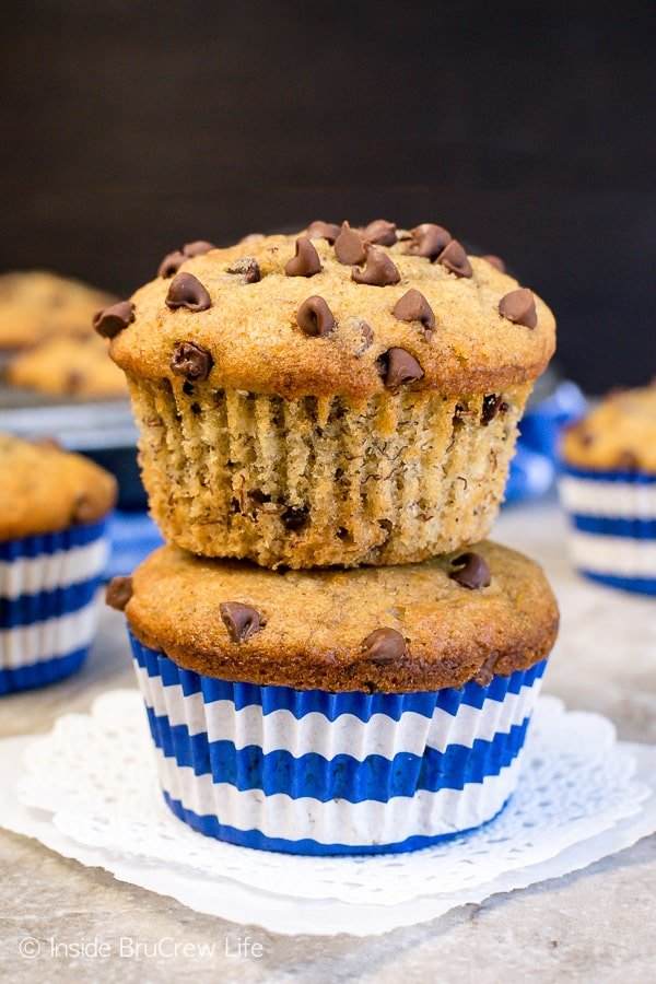 Peanut Butter Chocolate Chip Banana Muffins - chocolate chips and peanut butter add a delicious flair to these soft banana muffins. Try this easy breakfast recipe when you have ripe bananas. #breakfast #muffins #peanutbutter #banana #chocolatechips #brunch #freezerfriendly