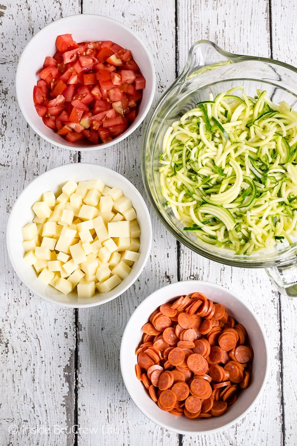 Healthy Pizza Zucchini Salad - zucchini noodles and pizza toppings make an easy and healthy summer side dish #zucchini #zoodles #salad #pizza #pepperoni #healthy #leanandgreen #sidedish #picnic