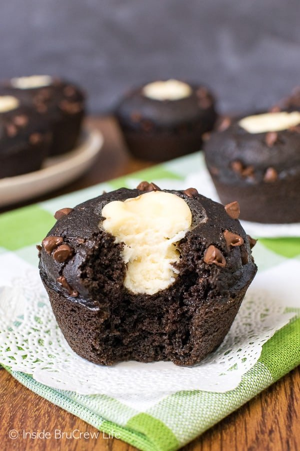 Chocolate Zucchini Cheesecake Muffins - the creamy cheesecake center in these soft chocolate zucchini muffins makes them amazing! Try this recipe for breakfast or an afternoon snack! #chocolate #zucchini #cheesecake #muffins #breakfast #recipe