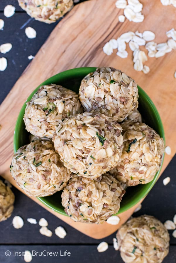 Spiced Zucchini Oatmeal Bites - these easy no bake oatmeal bites are a healthy snack to enjoy for breakfast or as an after school snack! Try this recipe with your leftover zucchini! #oatmeal #energybites #healthy #nobake #zucchini #afterschool #breakfast #recipe