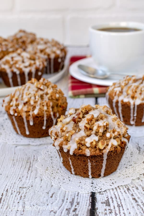 Apple Pecan Streusel Muffins - the crunchy topping and sweet glaze will have you reaching for more muffins. Try this recipe for breakfast this fall! #apple #muffins #fall #breakfast #pecan #afterschoolsnacks