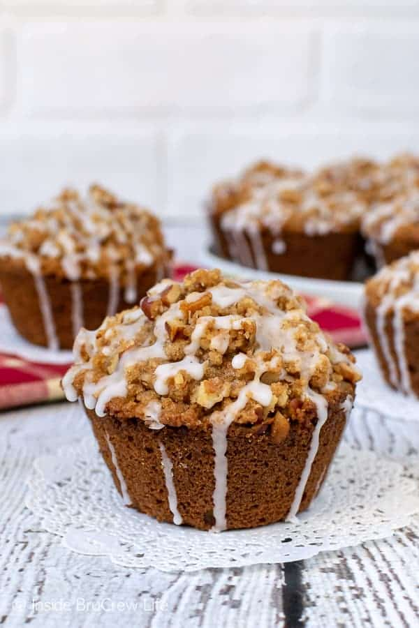Apple Pecan Streusel Muffins - these soft apple muffins are topped with a crunchy streusel and sweet glaze. Try this recipe for fall breakfast or after school snacks! #apple #muffins #fall #breakfast #pecan #afterschoolsnacks