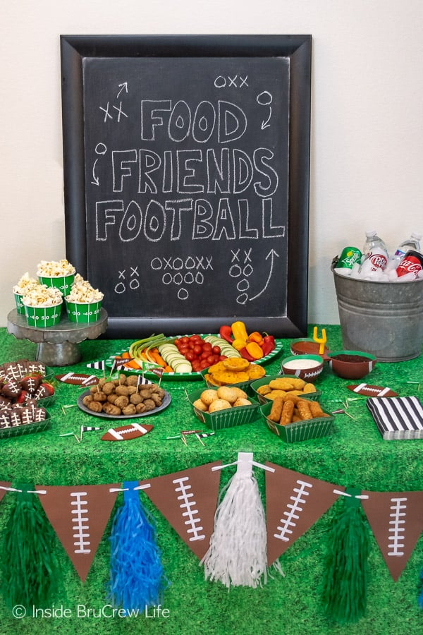 Easy Football Party Ideas - host simple game day parties this fall with these easy party planning tips for decorations, snacks, drinks, and desserts. #footballparty #gameday #gamedaysnacks #farmrich #ad #winndixie #partytips