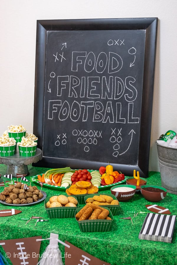 Easy Football Party Ideas - plan a simple game day party with these quick and easy tips for dessert, decorations, snacks, and drinks! #footballparty #gameday #gamedaysnacks #farmrich #ad #winndixie #partytips