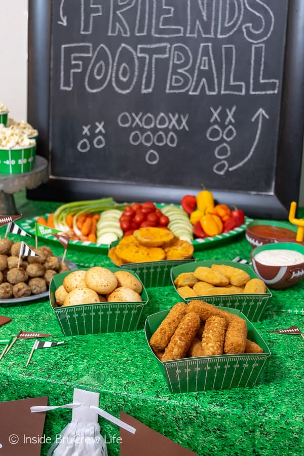 Easy Football Party Ideas - simple tips for planning snacks, decorations, drinks, and drinks for game day parties! #footballparty #gameday #gamedaysnacks #farmrich #ad #winndixie #partytips