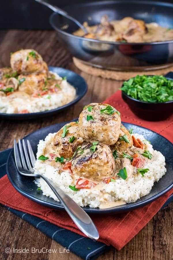 Low Carb Chicken Stroganoff Meatballs - these healthy chicken meatballs and gravy taste amazing served over mashed cauliflower. It's a delicious healthy recipe that tastes like comfort food. Make this recipe and stay on track with your healthy eating. #lowcarb #keto #leanandgreen #chicken #meatballs #stroganoff #healthy #dinner #skilletdinner #onepanmeal