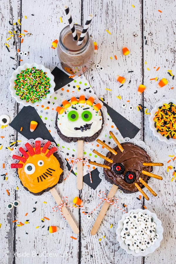 Make Your Own Monster Cookie Pops - candies and sprinkles transform these homemade sugar cookie pops into a fun monster cookie treat. Perfect activity for kids to do at Halloween parties! #sugarcookies #chocolate #frosting #halloween #milklife #ad #pourmoremilk #halloweencrafts #halloweentreats #halloweenparty #simpleingredients #cookiepops #partyideas