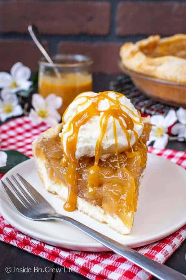 Cheesecake Apple Pie - layers of creamy cheesecake and homemade apple pie filling makes this pie a favorite. Enjoy this recipe with ice cream and caramel for a delicious fall dessert! #apple #pie #fall #recipe #cheesecake #applepie #caramel