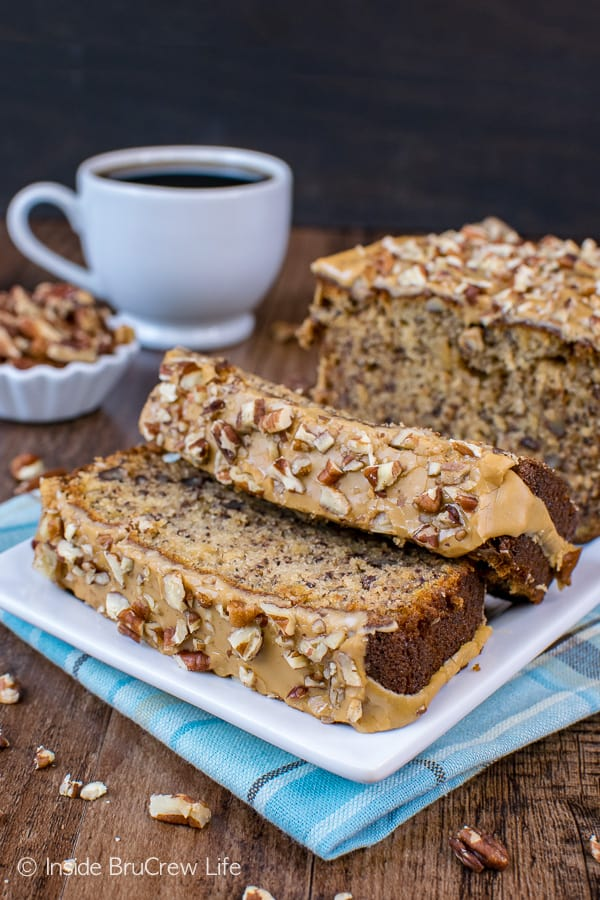 Maple Pecan Banana Bread - adding pecans and a maple glaze to a classic banana bread takes it to a new level. This is a must try recipe with your ripe bananas! #bananabread #maple #pecan #sweetbread #breakfast #banana #easy #recipe