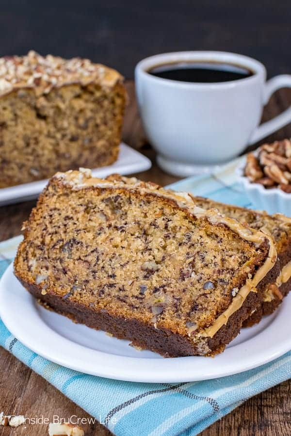 Maple Pecan Banana Bread - this sweet bread is loaded with pecan chunks and topped with a maple glaze. Try this easy recipe the next time you have ripe bananas! #bananabread #maple #pecan #sweetbread #breakfast #banana #easy #recipe