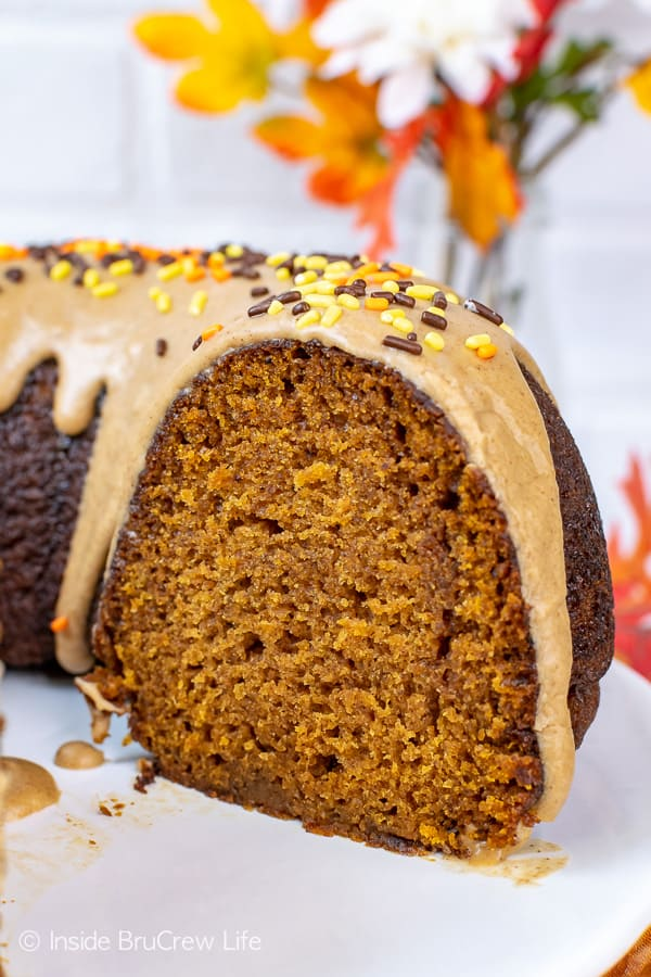 Pumpkin Spice Bundt Cake - the cinnamon maple glaze and lots of fall spices make this easy pumpkin cake smell and taste so good! Try this easy recipe for fall dinners or parties! #bundtcake #dessert #fall #pumpkin #pumpkinspice #cake #thanksgiving