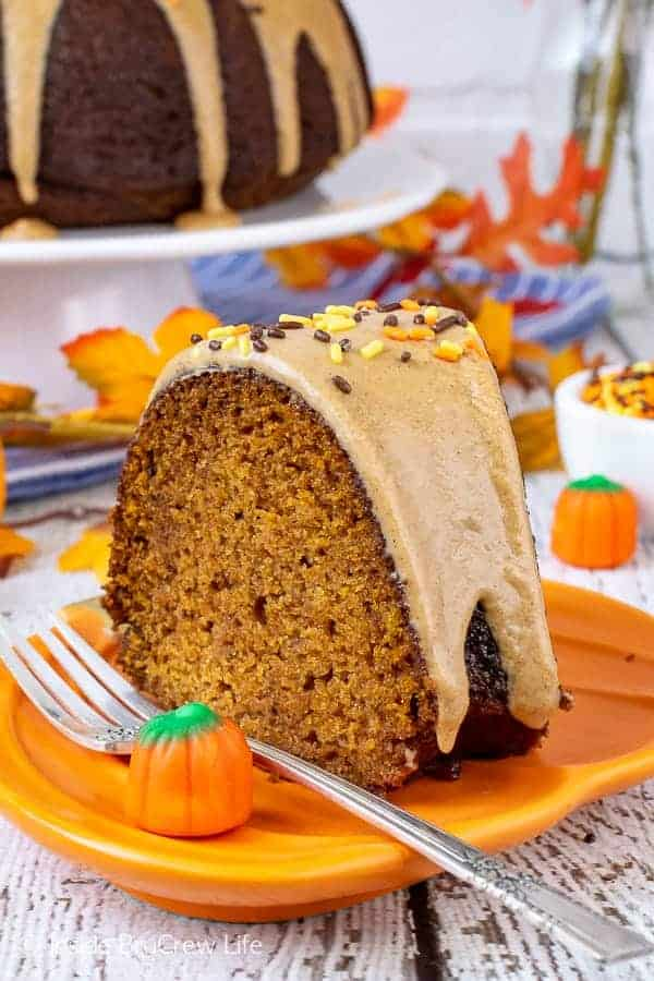 Pumpkin Spice Bundt Cake - this easy pumpkin cake has rich fall spices and a sweet maple glaze that makes it smell and taste amazing! Make this recipe for fall parties and dinners! #bundtcake #dessert #fall #pumpkin #pumpkinspice #cake