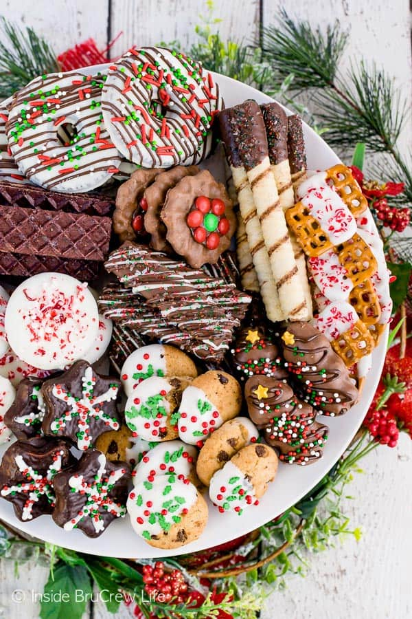 Decorating Store Bought Cookies - add some chocolate drizzles and sprinkles to cookies that you get from the store. Perfect cookie recipe when you do not have time to bake! #cookies #nobake #holiday #cookieexchange #easy