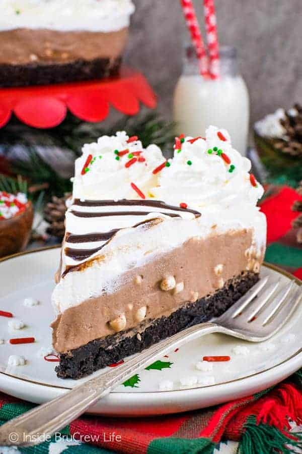 Hot Chocolate Cheesecake Brownie Cake - layers of homemade brownies and no bake hot chocolate cheesecake creates a stunning and delicious dessert. Easy recipe that everyone will love!! #brownie #cake #hotchocolate #nobakecheesecake #layeredcake #dessert #chocolate
