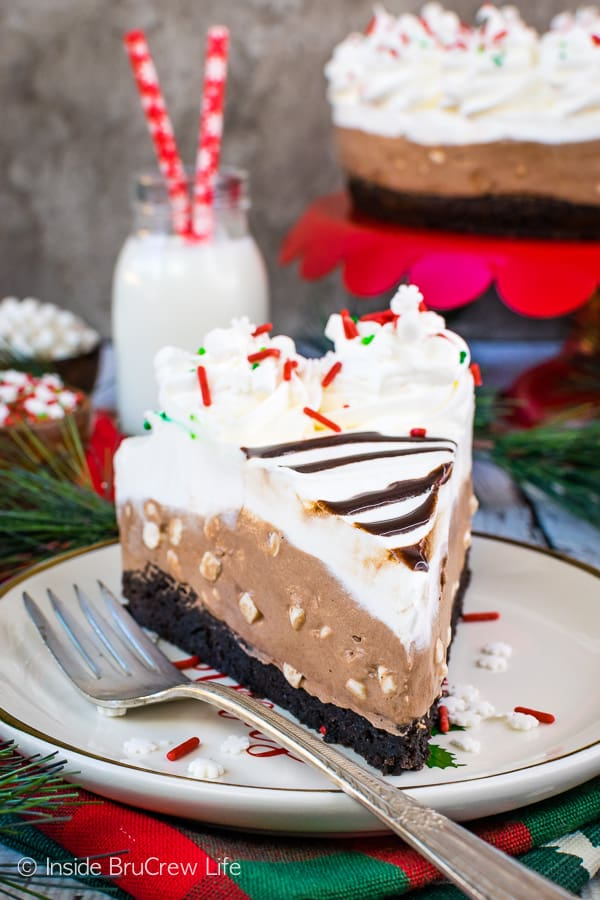 Hot Chocolate Cheesecake Brownie Cake - a fudgy homemade brownie topped with a fluffy no bake hot chocolate cheesecake makes a gorgeous and delicious cake. Easy recipe to make and share for dessert! #brownie #cake #hotchocolate #nobakecheesecake #layeredcake #dessert #chocolate