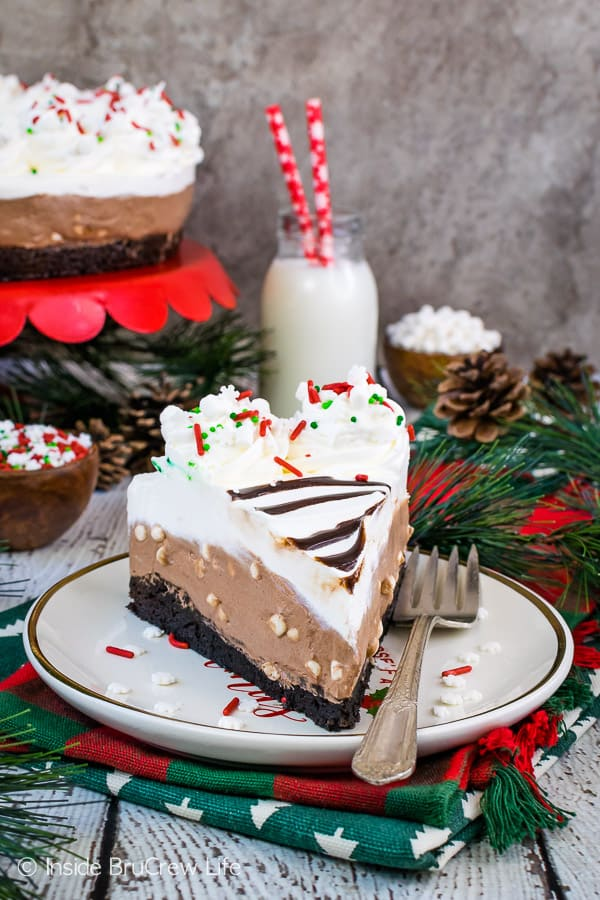 Hot Chocolate Cheesecake Brownie Cake - sweet layers of fluffy hot chocolate cheesecake and fudgy homemade brownies makes this dessert so good! Easy recipe to make and share at parties! #brownie #cake #hotchocolate #nobakecheesecake #layeredcake #dessert #chocolate