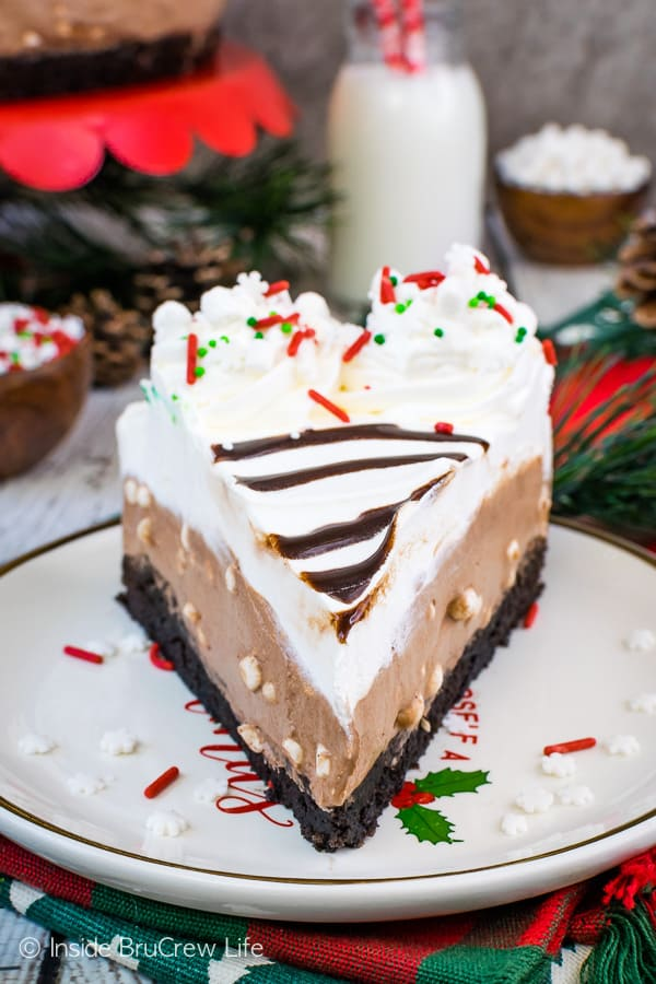 Hot Chocolate Cheesecake Brownie Cake - a no bake hot chocolate cheesecake layer on a homemade brownie makes this easy cake so pretty and delicious. Great recipe to make for parties! #brownie #cake #hotchocolate #nobakecheesecake #layeredcake #dessert #chocolate