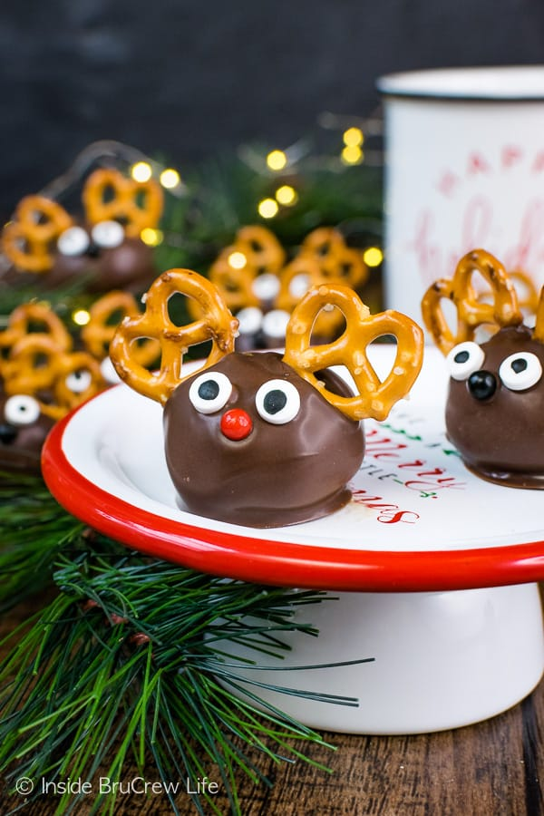 Peanut Butter Reindeer - peanut butter balls dipped in chocolate get a fun reindeer look when pretzels and candy eyes are added. Great no bake recipe for busy days! #peanutbutter #truffles #chocolate #reindeer #christmas #nobake