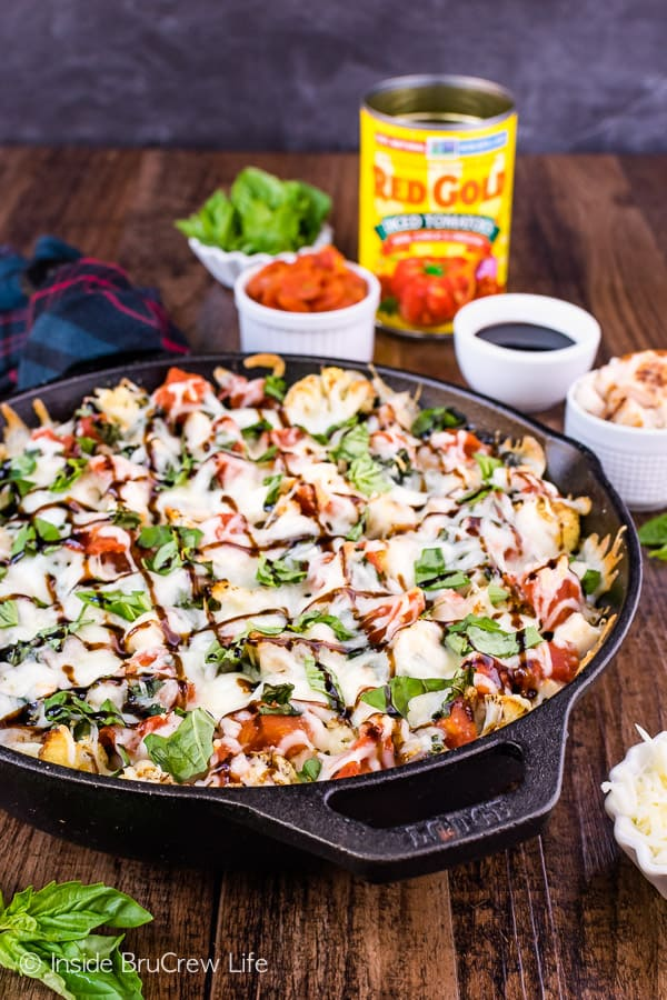 Chicken Caprese Cauliflower Nachos - chicken, tomatoes, and cheese turns roasted cauliflower into a delicious and healthy appetizer. Try this easy recipe for game day parties! #appetizer #cauliflower #healthy #nachos #gameday