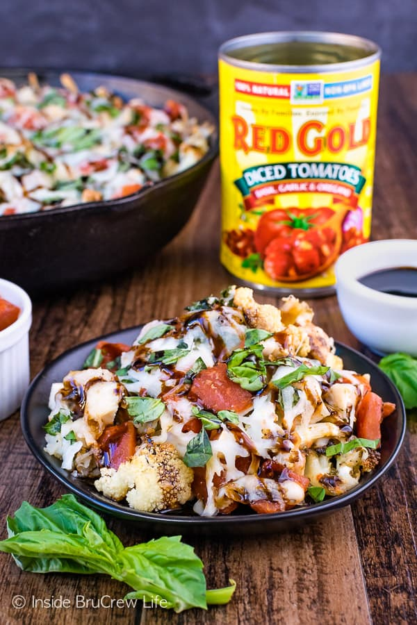 Chicken Caprese Cauliflower Nachos - turn roasted cauliflower into a healthy appetizer by layering it with cheese, chicken, and tomatoes! Great recipe for game day parties! #appetizer #cauliflower #healthy #nachos #gameday