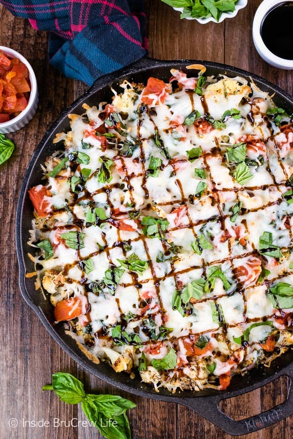 Chicken Caprese Cauliflower Nachos - roasted cauliflower topped with chicken, tomatoes, and cheese makes a delicious and filling healthy appetizer. Try this recipe for game day parties! #appetizer #cauliflower #healthy #nachos #gameday