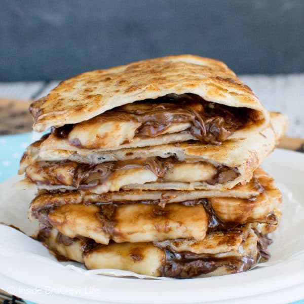 Banana Nutella Quesadillas - these easy dessert quesadillas are filled with gooey chocolate and banana slices. Easy no bake recipe when you need a chocolate fix fast! #dessertquesadillas #nutella #banana #chocolate #nobakedessert