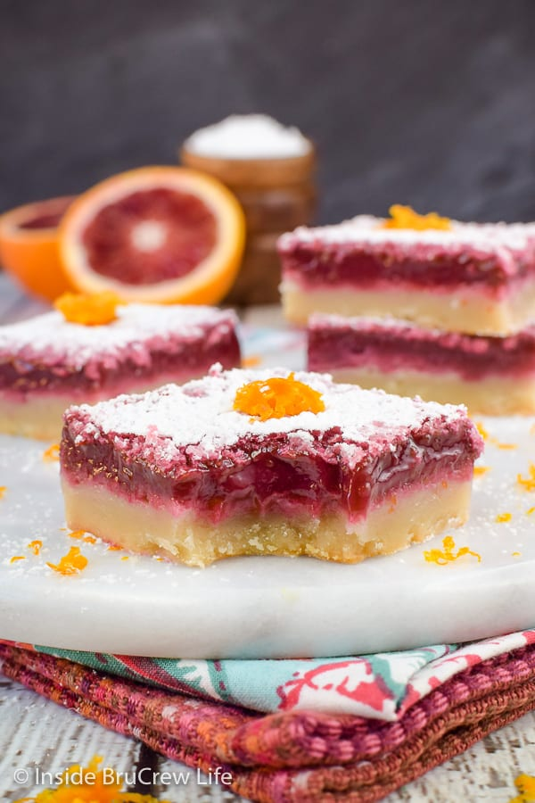 Blood Orange Bars - a smooth orange filling and a buttery shortbread crust makes these orange bars so delicious! Great recipe for spring parties! #orangebars #orange #bloodorange #spring #dessert
