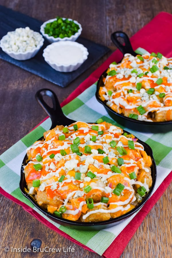 Buffalo Chicken Totchos - buffalo chicken and cheese added to tater tots makes an easy and delicious appetizer. Make this easy recipe for game day parties! #buffalochicken #tatertotnachos #totchos #gameday #appetizer