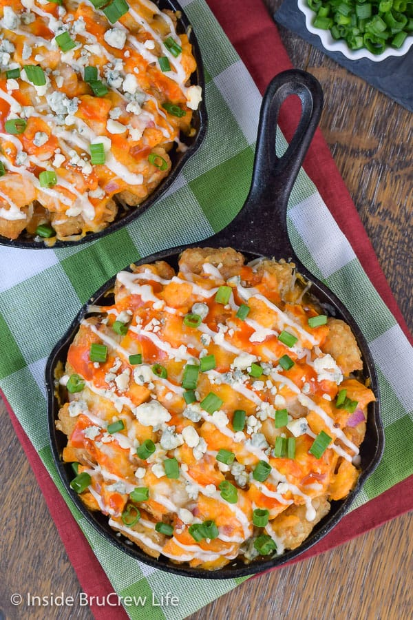 Buffalo Chicken Totchos - tater tot nachos made with buffalo chicken, cheese, and ranch makes an amazing appetizer. Try this easy recipe for game day parties! #buffalochicken #tatertotnachos #totchos #gameday #appetizer