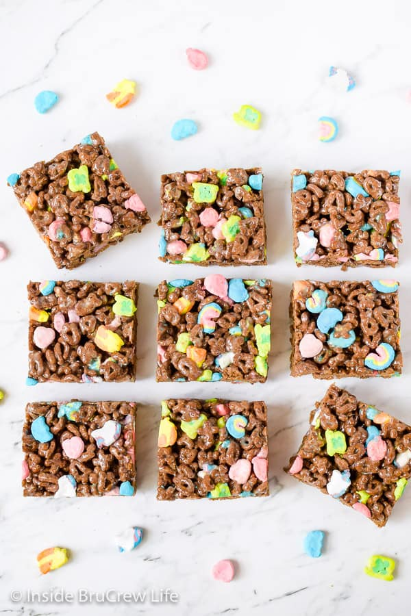 Lucky Charms Marshmallow Treats - these cereal bars have lots of marshmallows and cereal in them. Great recipe to make for lunch boxes or after school snacks! #nobaketreats #luckycharms #cerealbars #luckycharmstreats #stpatricksday
