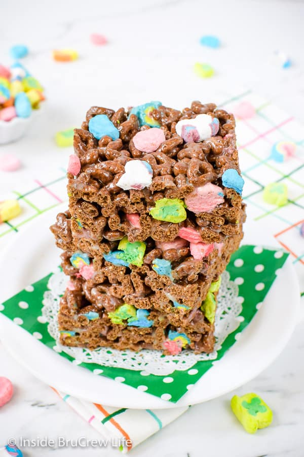 Lucky Charms Marshmallow Treats - these easy marshmallow treats get a fun twist from the chocolate cereal and extra marshmallows! Easy recipe to make for parties and after school snacks! #nobaketreats #luckycharms #cerealbars #luckycharmstreats #stpatricksday
