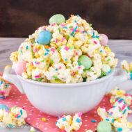 White Chocolate Popcorn – Fun Easter Treat