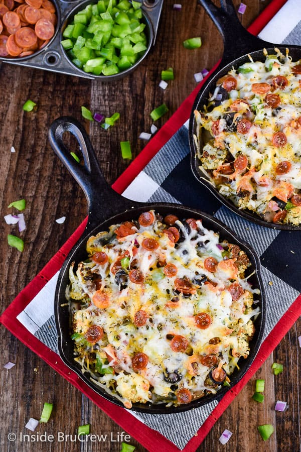 Loaded Pizza Cauliflower Nachos - pizza toppings and cheese transform roasted cauliflower into an amazing pan of healthy nachos. Try this easy recipe when you need a low carb meal! #pizza #cauliflower #healthy #leanandgreen #healthynachos #lowcarb
