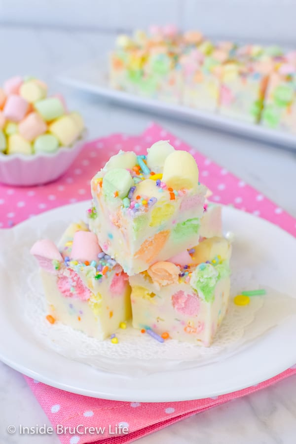 Easy Fruity Marshmallow Fudge - easy two ingredient fudge with marshmallows and sprinkles makes a fun dessert for spring parties. Make this easy fudge and watch it disappear. #easter #twoingredientfudge #fudge #whitechocolate #fruitymarshmallows #easterfudge