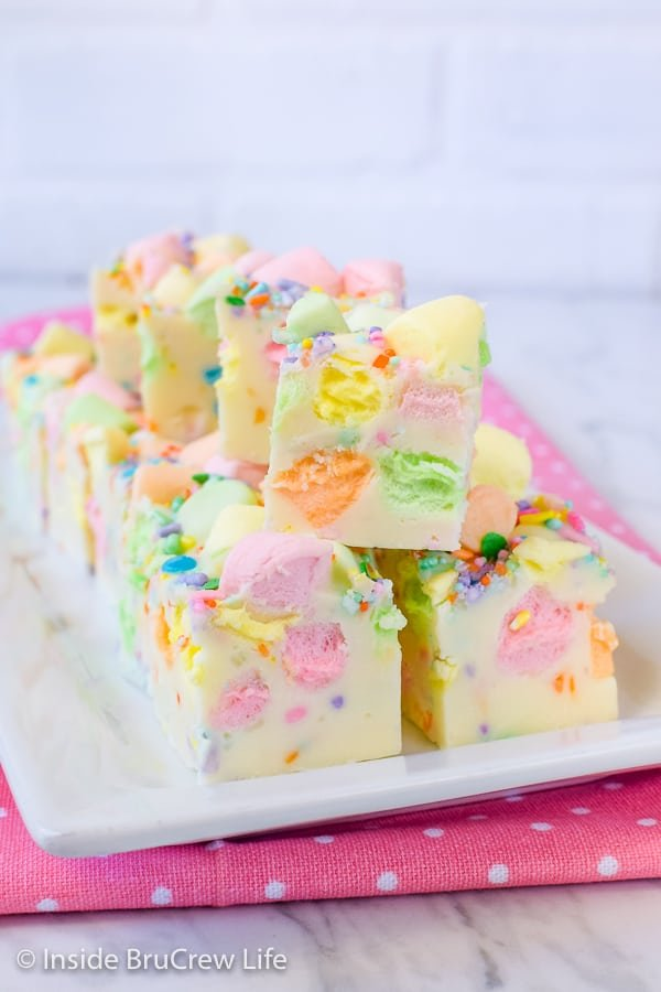 Easy Fruity Marshmallow Fudge - make a pan of easy fudge and add sprinkles and colorful marshmallows to give it some color. Try this easy no fail fudge for spring parties! #easter #twoingredientfudge #fudge #whitechocolate #fruitymarshmallows #easterfudge
